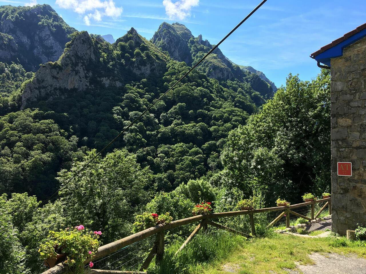 Alojamientos rurales en Asturias. Casa rural en el bosque